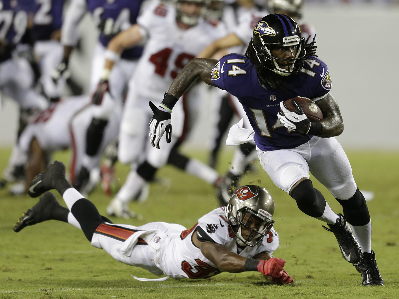ravens-buccaneers-football-marlon-brown-branden-smith_pg_600