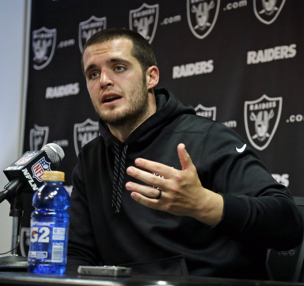 Warning Signs For Raiders Qb Derek Carr Pff