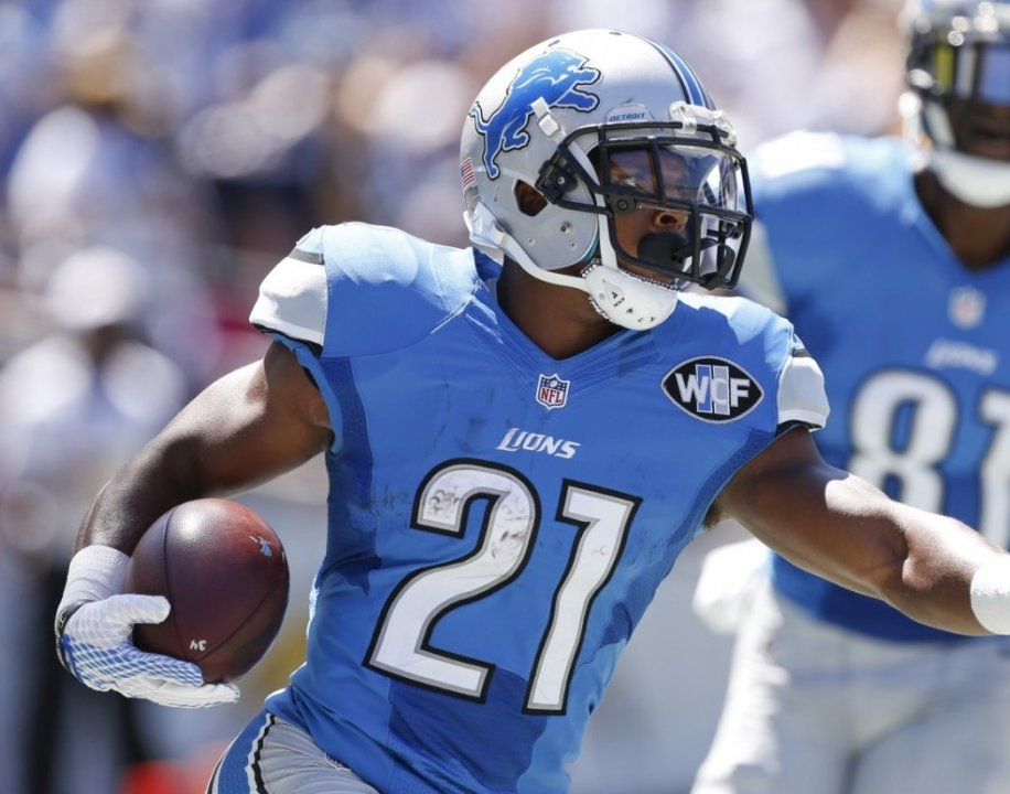 Detroit Lions Running Back Ameer Abdullah Scores A Touchdown Against The San Go Chargers During First Half Of An Nfl Football Sunday Sept