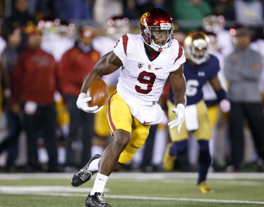 eaabec76e74 This weekend s marquee college football game in a loaded opening weekend  slate is defending national champion Alabama Crimson Tide taking on the USC  Trojans ...