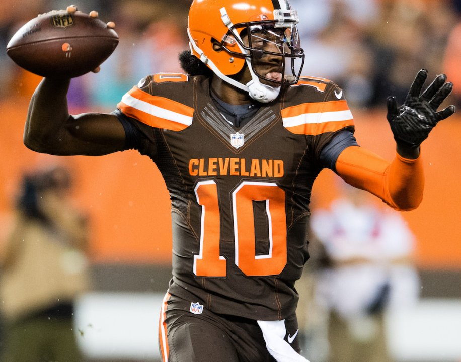 561f29ec CLEVELAND, OH - SEPTEMBER 1: Quarterback Robert Griffin III #10 of the  Cleveland Browns passes during the first quarter against the Chicago Bears  during a ...