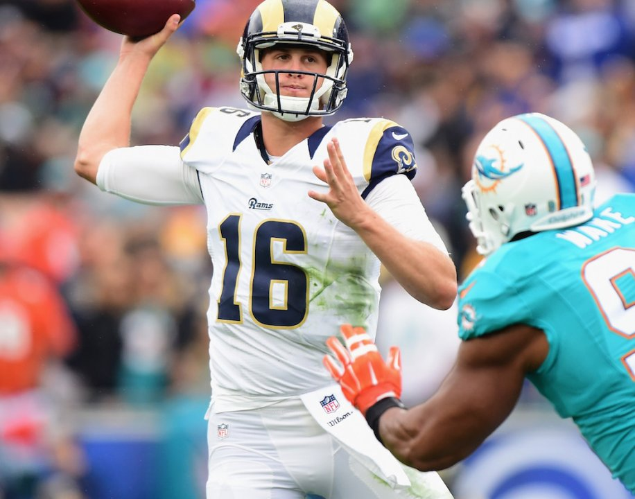 Grading qb jared goff 39 s first nfl start nfl analysis for Goff pictures