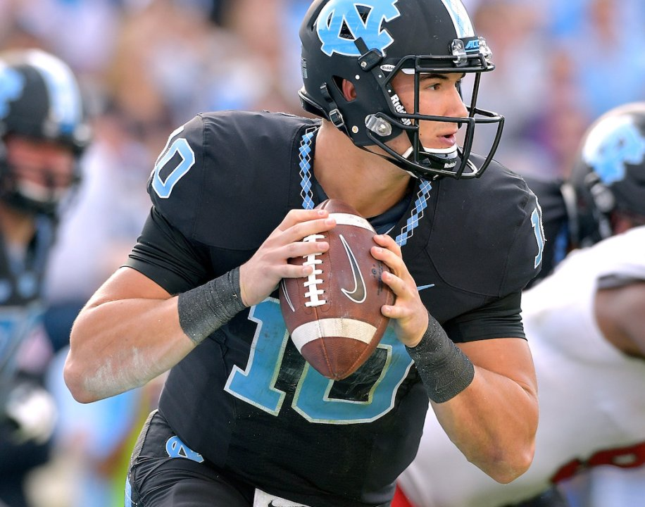 073a010d0a2 CHAPEL HILL, NC - NOVEMBER 25: Mitch Trubisky #10 of the North Carolina Tar  Heels against the North Carolina State Wolfpack during their game at Kenan  ...