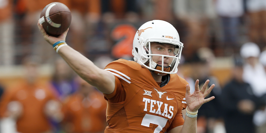 AUSTIN, TX - NOVEMBER 25: Shane Buechele #7 of the Texas Longhorns passes against the TCU Horned Frogs at Darrell K Royal -Texas Memorial Stadium on November 25, 2016 in Austin, Texas. (Photo by Chris Covatta/Getty Images)