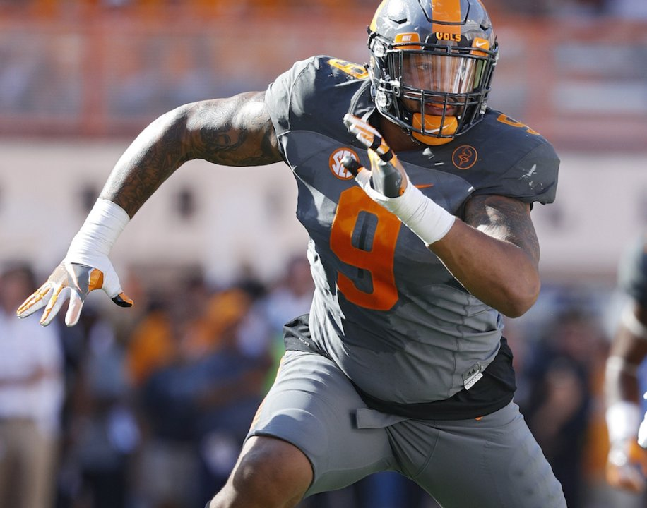 9487fda2aaa KNOXVILLE, TN - SEPTEMBER 24: Derek Barnett #9 of the Tennessee Volunteers  in action against the Florida Gators during the game at Neyland Stadium on  ...