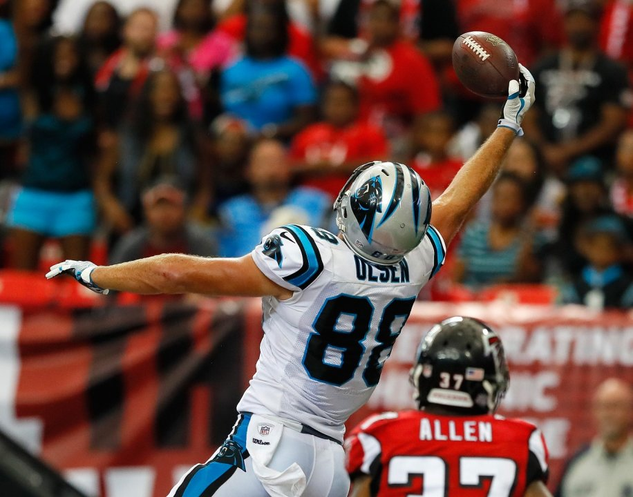 45cf10ffcc3 ATLANTA, GA - OCTOBER 02: Greg Olsen #88 of the Carolina Panthers pulls in  this touchdown against Ricardo Allen #37 of the Atlanta Falcons at Georgia  Dome ...