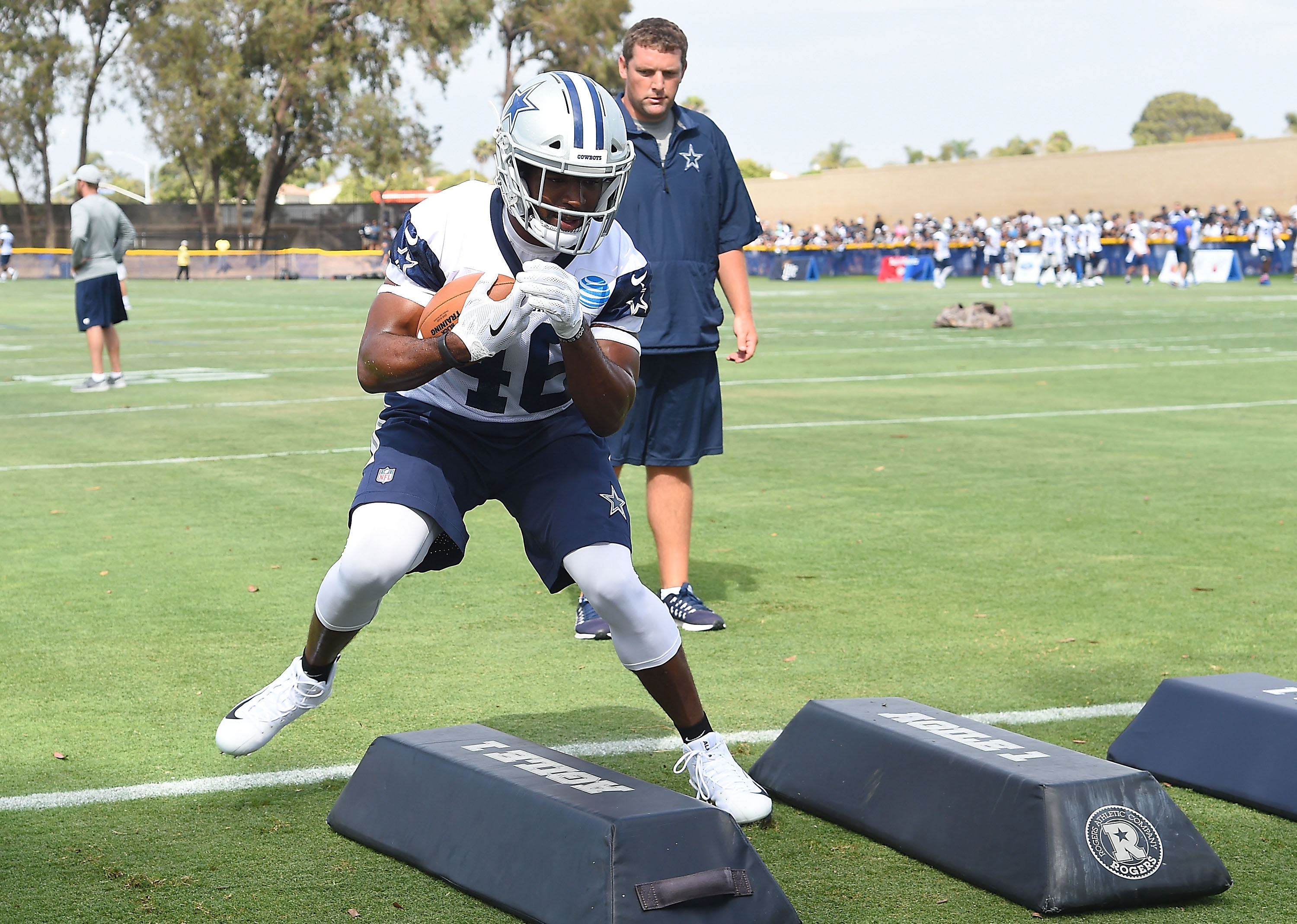 Ezekiel Elliott Not Playing in Preseason Game Against Rams as Appeal Looms