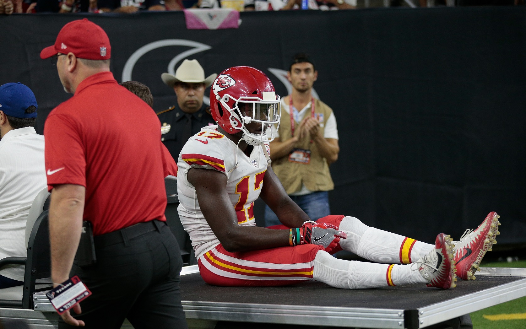 Undefeated Chiefs beat Texans 42-34; Watt breaks left leg