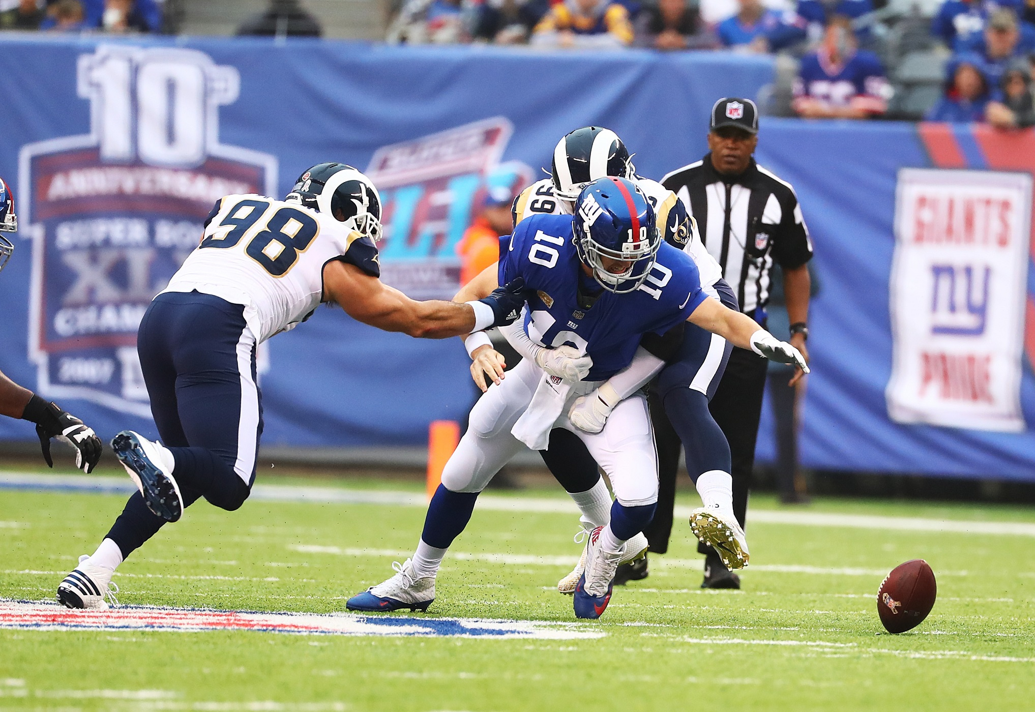Rams Rout Hapless Giants, 51-17, in Rainy Game at the Meadowlands
