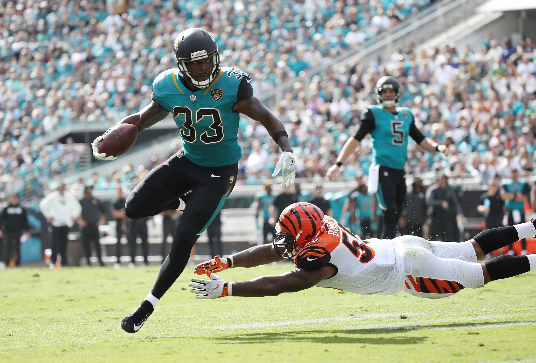 Delightful JACKSONVILLE, FL   NOVEMBER 05: Chris Ivory #33 Of The Jacksonville Jaguars  Runs With The Football Over Vontaze Burfict #55 Of The Cincinnati Bengals  During ...