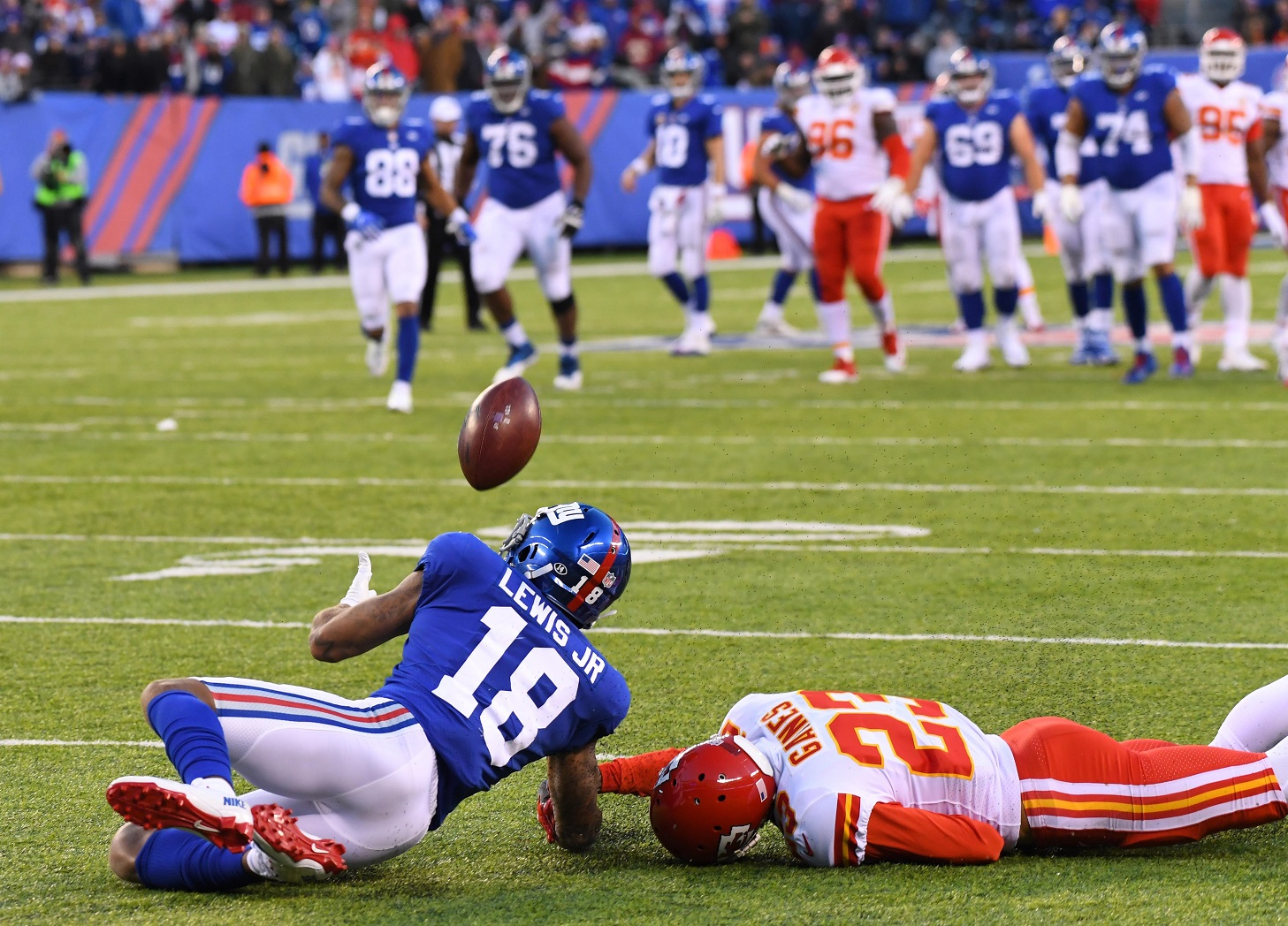 Giants' Roger Lewis Jr. hauls in insane overtime catch