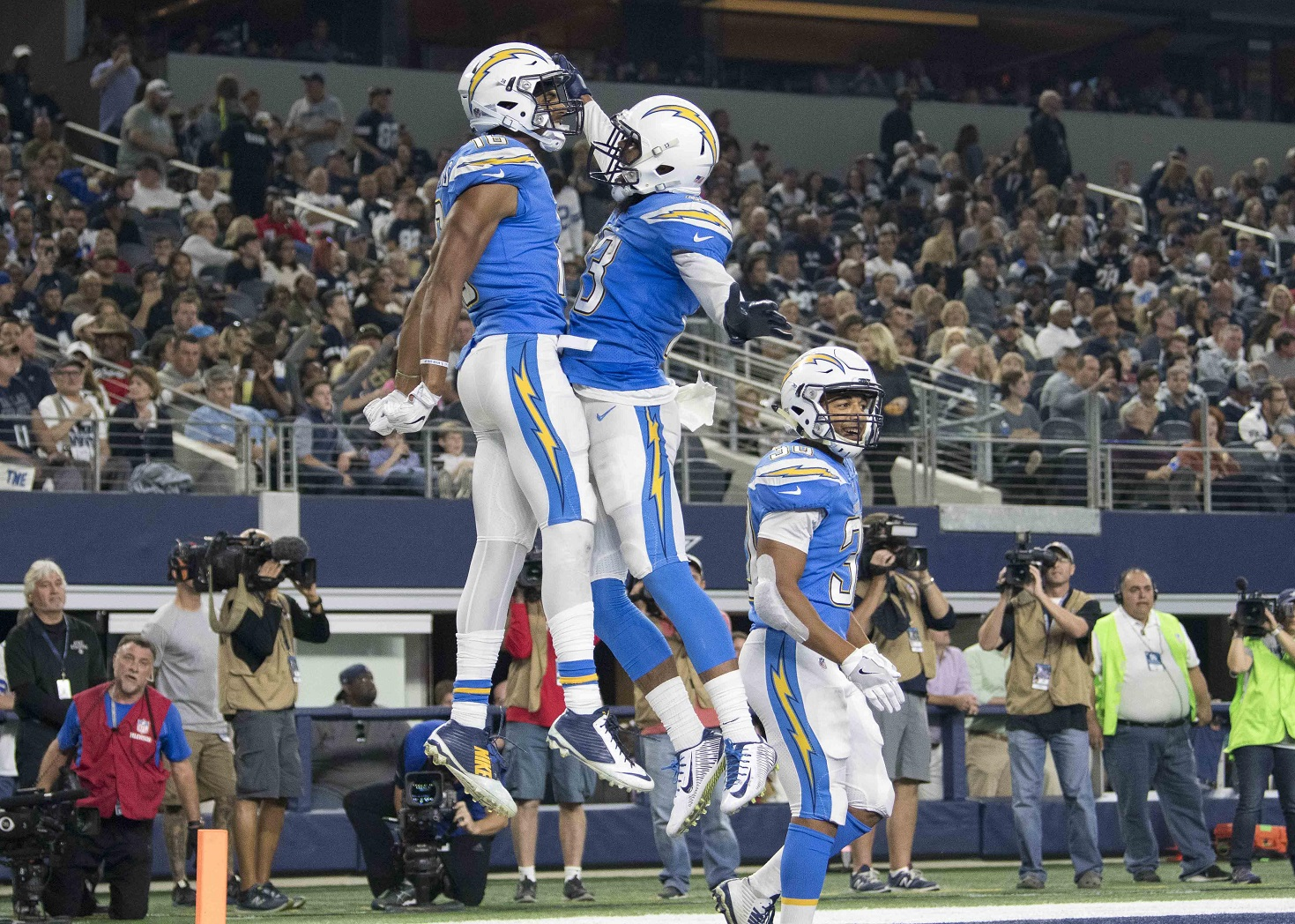 Rivers, Chargers beat fading Cowboys on Thanksgiving
