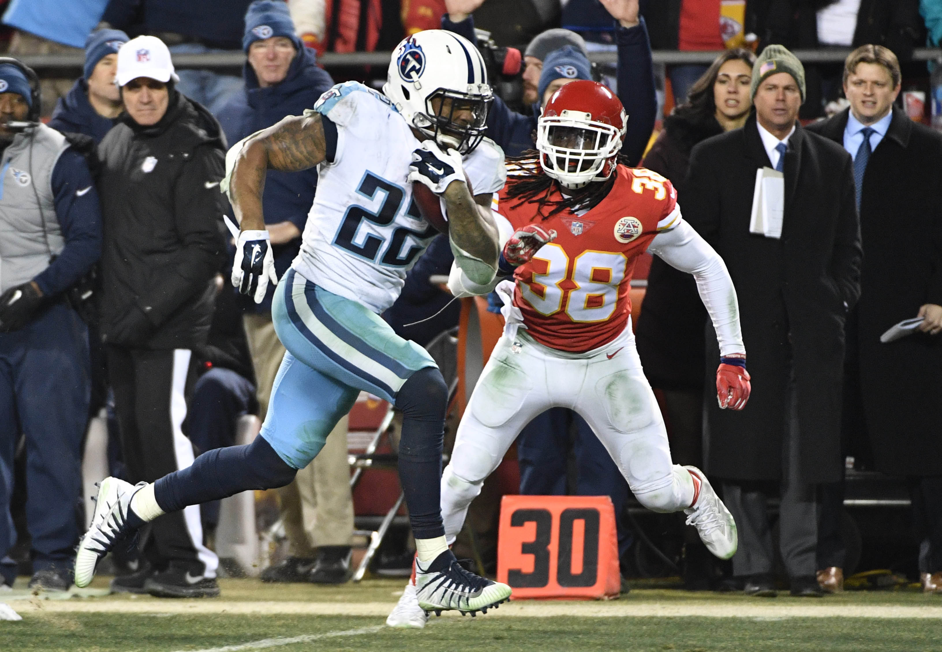 Titans Rally to Beat Chiefs 22-21 in Playoffs