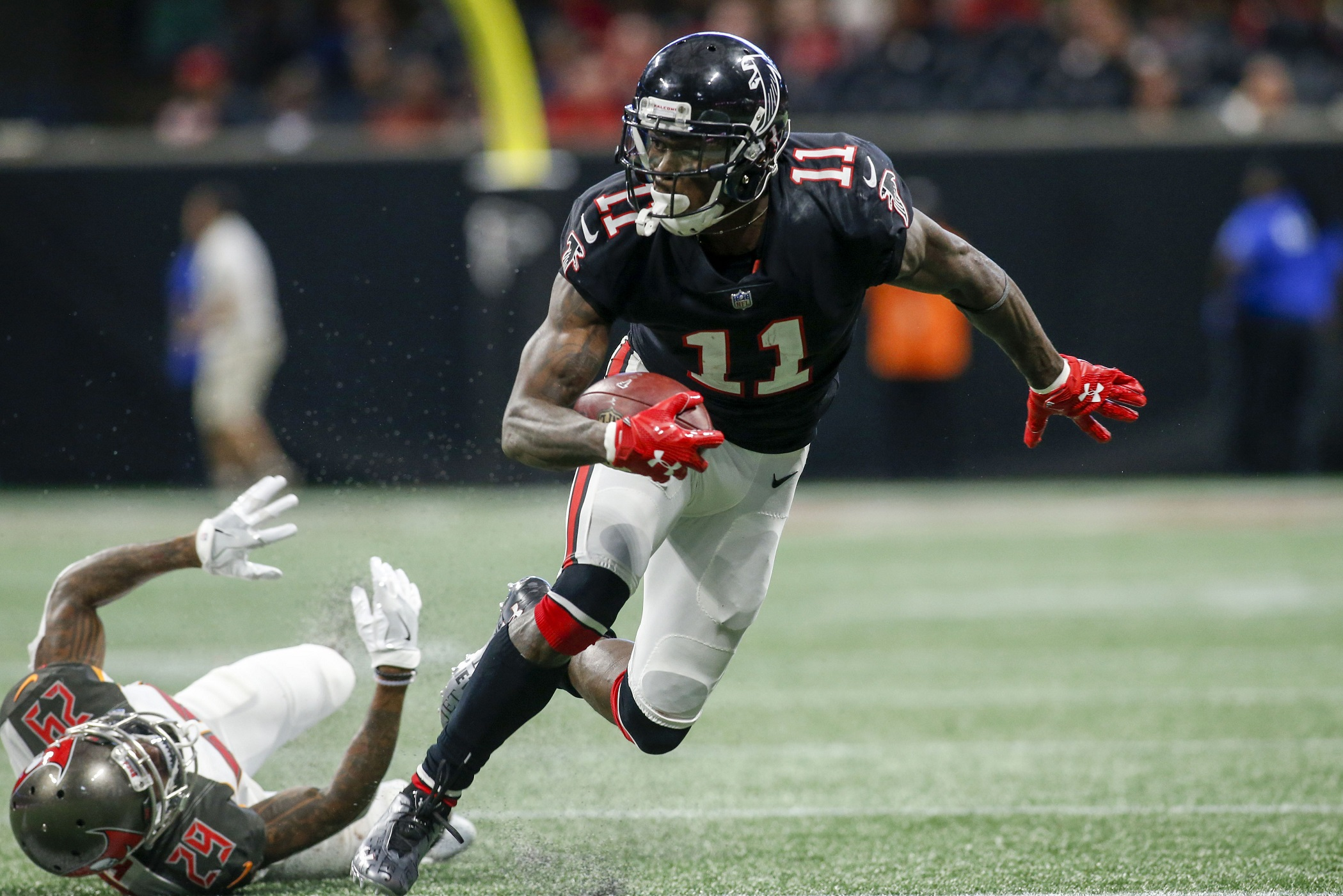 Nov   Atlanta Ga Usa Atlanta Falcons Wide Receiver Julio Jones  Runs After A Catch Against The Tampa Bay Buccaneers In The Fourth Quarter At
