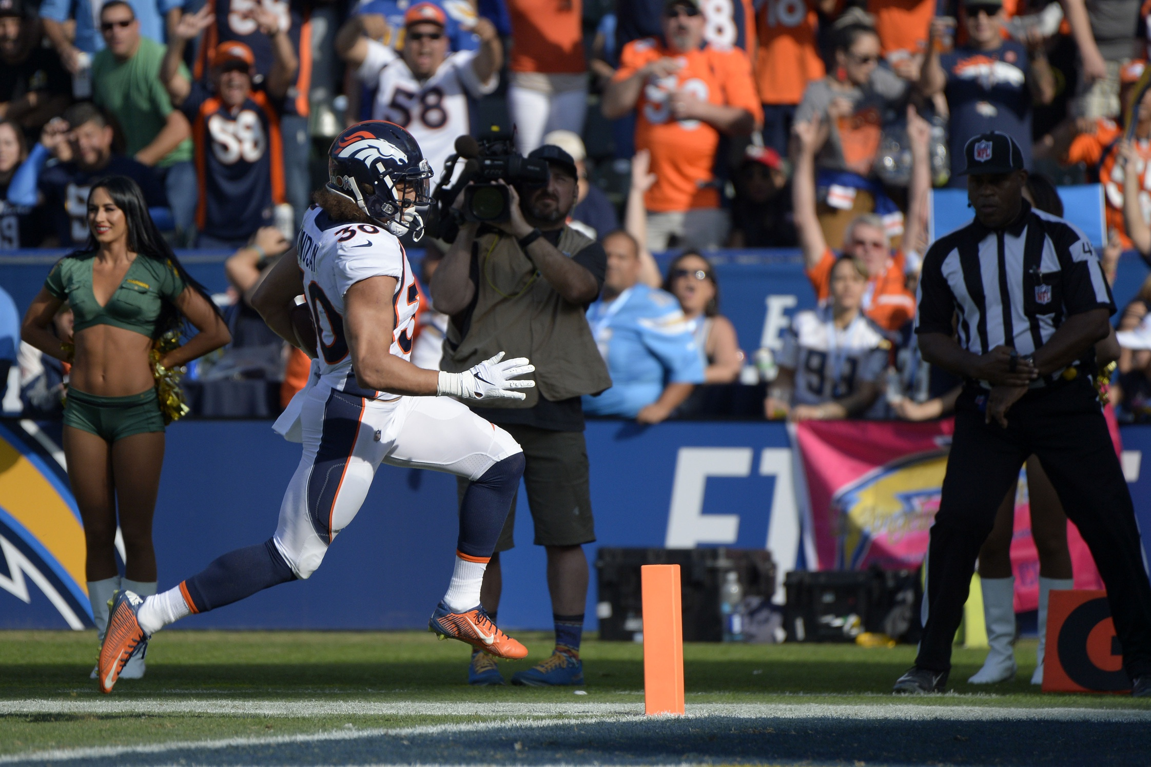 Watch: Broncos take down Chargers on last-second field goal