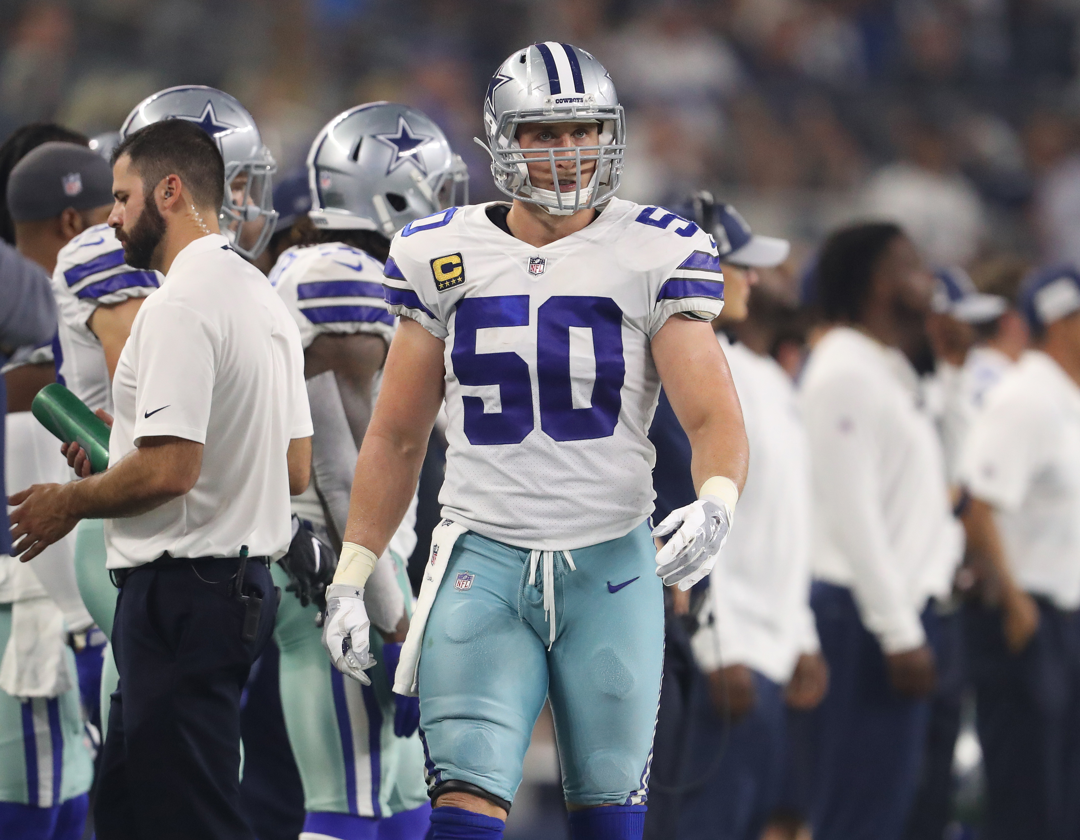 Sean Lee restructures contract, will anchor Dallas' defense for a ninth NFL season
