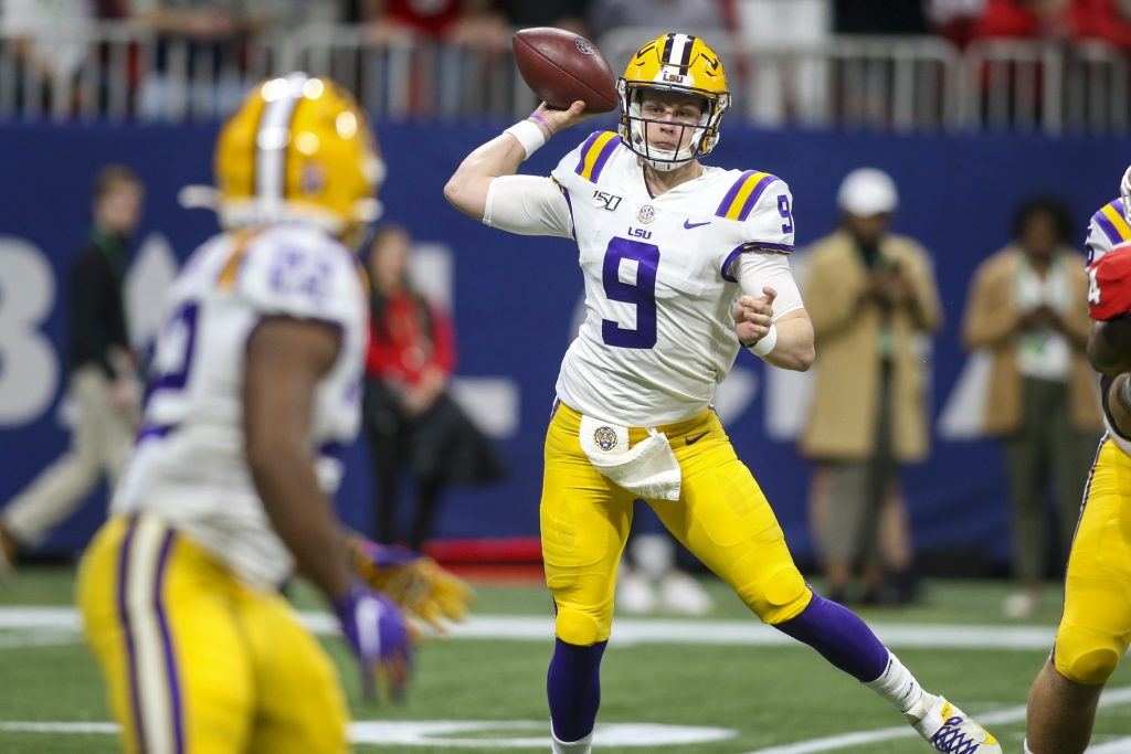 LSU quarterback Joe Burrow targets running back Clyde Edwards-Helaire behind the line of scrimmage and to his right against the University of Georgia.